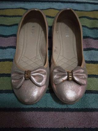 🚚 Glitter pink bow shoes #ENDGAMEyourEXCESS