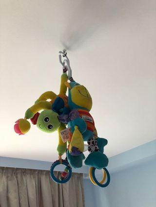🚚 Baby crib toys