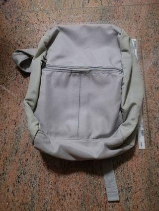🚚 Small authentic Adidas backpack. #EndgameYourExcess