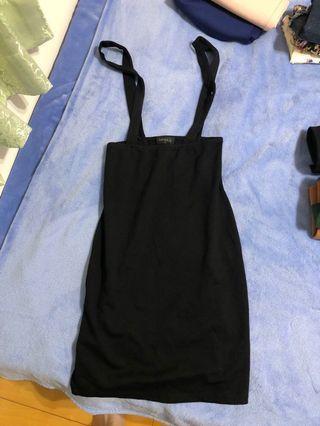 黑色吊帶裙 有彈性