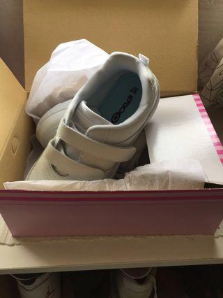 🚚 WTS / WTT BNIB White School Shoe