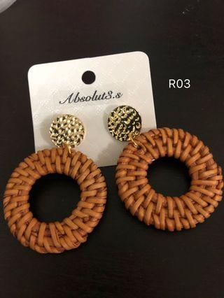 Brown rattan earrings with gold stud