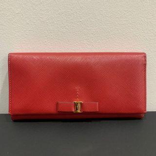 🚚 Ferragamo long wallet *cheap deal*!