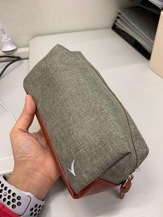 Cathay Pacific Airlines Business Class Amenity Kit Toiletry Bag – exclusively designed by Seventy Eight Percent 全新國泰航空公司商務艙護理套裝