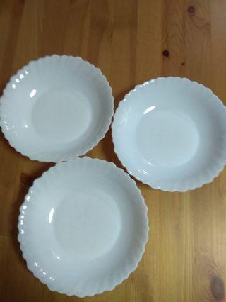 白色花邊圓碟3隻