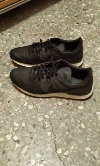NIKE 經典復古休閒慢跑鞋