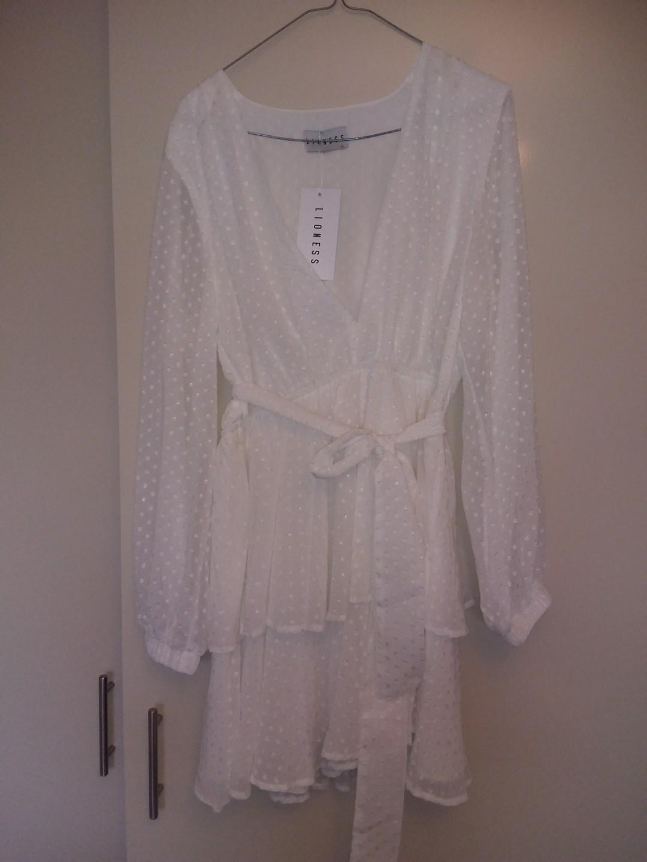 LIONESS - Amfali white dress. Size XL. NEVER WORN. NWT