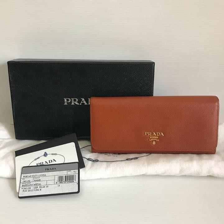 preloved prada saffiano wallet 2012 comes with box, dustbag, authenticate card