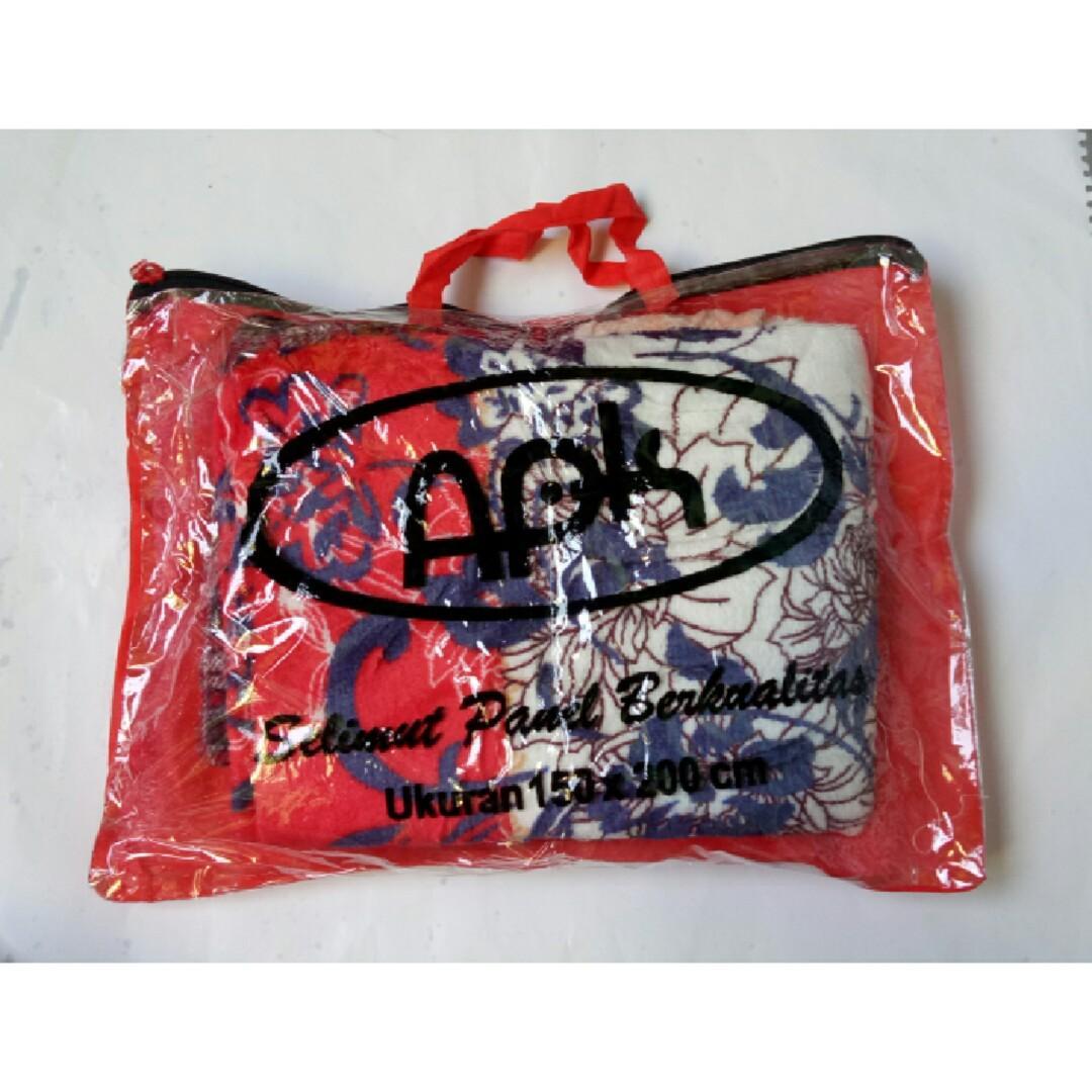 Selimut Bulu Motif Abstrak Merah Free Tas