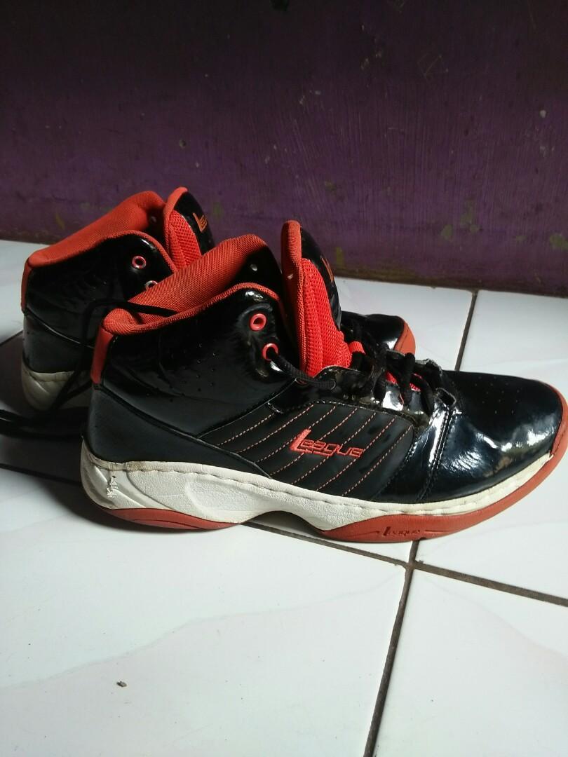 Sepatu basket LEAGUE Original