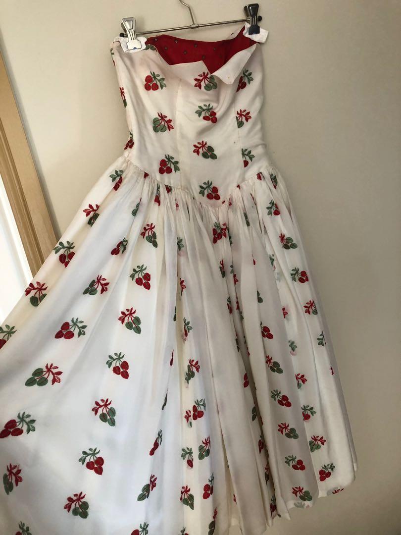 Vintage cherry strapless dress