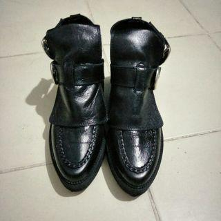 🚚 Zara black leather boots / shoes (woman)