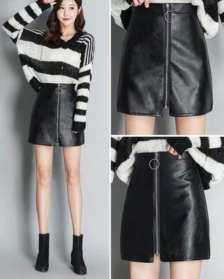 🚚 Black Leather Zip Up Skirt