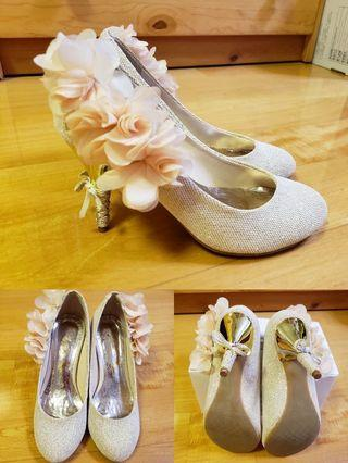 """3.5"""" High heels with floral ornaments"""