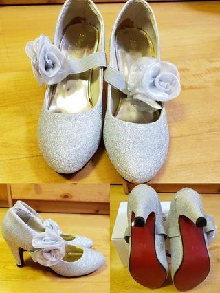 """3"""" High heels with floral ornaments"""