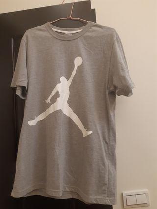 Jordan灰色短t