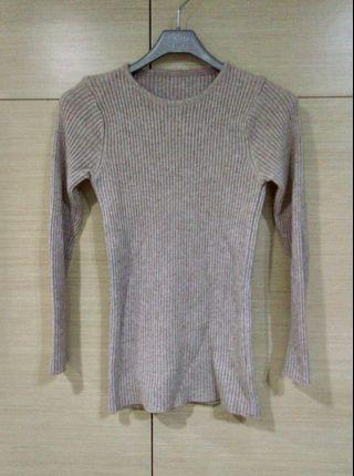 🚚 素面駝色上衣,長版,保暖,貼身彈性佳,9成新