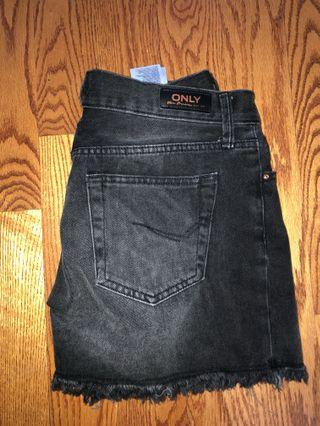 BLACK JEAN SHORTS SIZE 30-ONLY BRAND