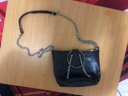 🚚 黑色肩背個性鐵鍊水桶包 #半價衣服拍賣會
