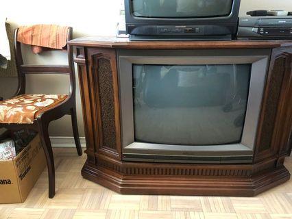 26 inch hitachi wood council classic TV