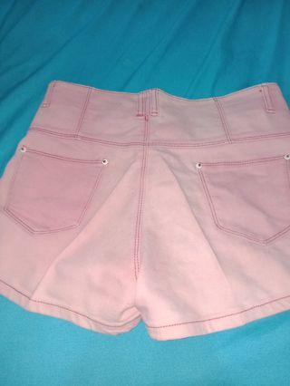 Pink Hotpants, masih bagus no deffect, dijual karna udah ga boleh pke hotpants sm suami