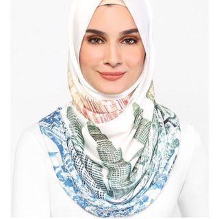 New LE KL Merdeka Edition dUCkscarf in Mixed