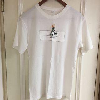 🚚 韓 玫瑰花膠印純白上衣T恤