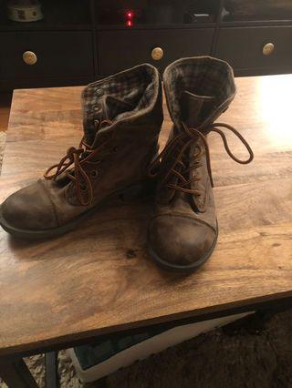 Roxy distressed combat boots