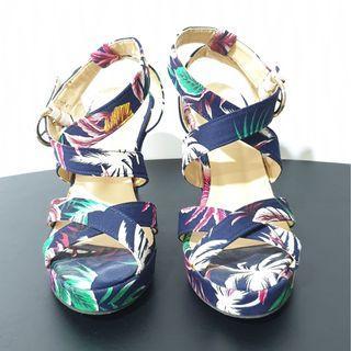 🚚 Floral Platform Wedges