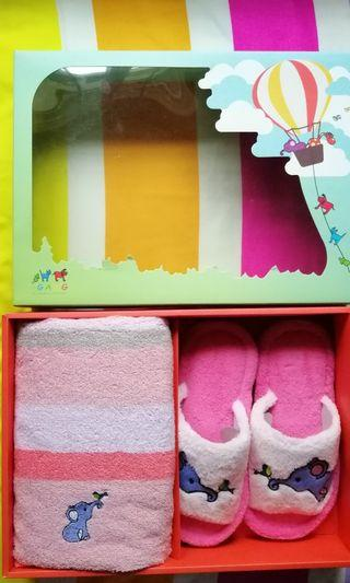 Towel with house slippers in a box - Girl set age 3 till 8 yrs depending on child's size