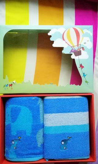1 set of boy's towel in a box