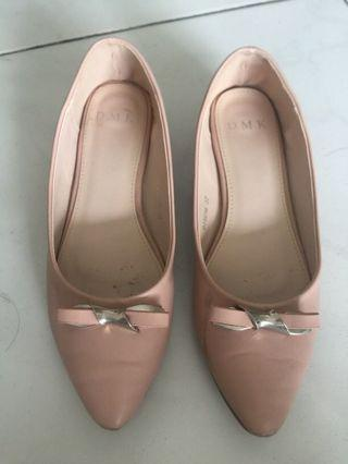 Used female office shoes