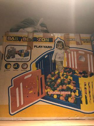 Play yard for babies and toddlers