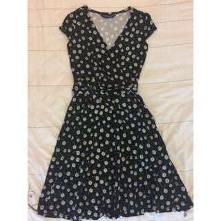 Dorothy Perkins V Neck Gerberas Print Black Flare Dress