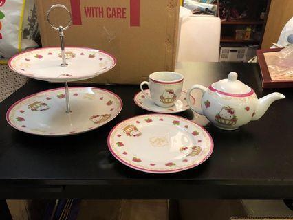 Hello Kitty 茶壺、碗碟