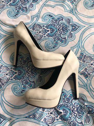 Ladies heels size 6