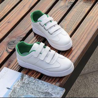 綠邊小白鞋