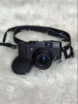Kamera Mirrorless Fujifilm X20