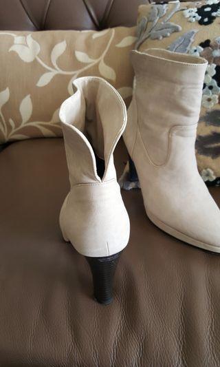 🚚 米色短靴