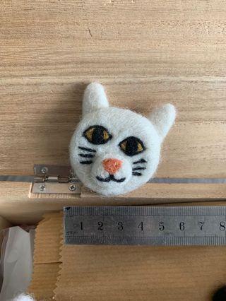尼泊爾羊毛氈白貓扣針pins