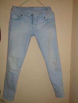 Celana Jeans logo, masih bagus banget, dipake cuma 2x