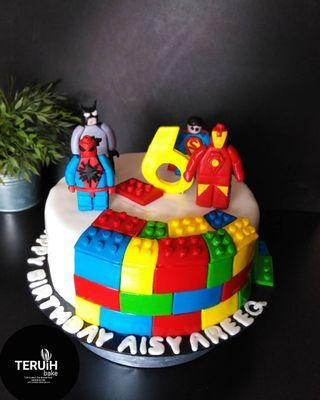 Avengers. . Marvel vs Dc cake.