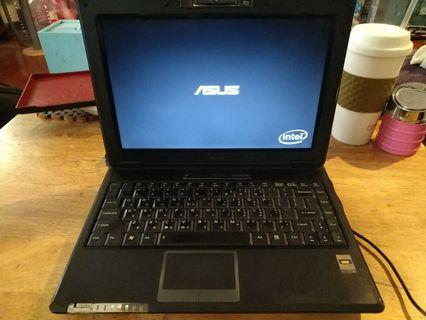 Asus F9e T8300 4g ram 160g Hdd 13吋