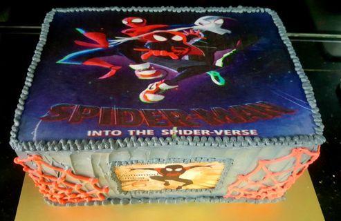 🚚 Spiderman cake