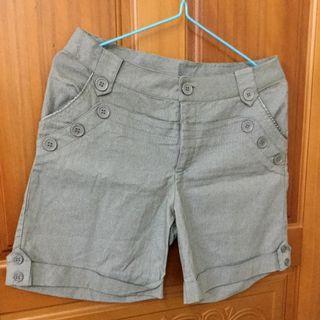 【全新】細條紋短褲 綠色