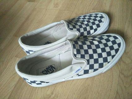 🚚 VANS checkered shoe