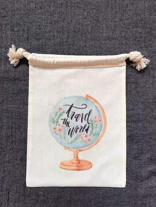 Travel the world 🧳🗺 Drawstring Pouch