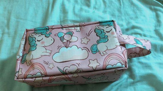 🚚 粉色小馬化妝包