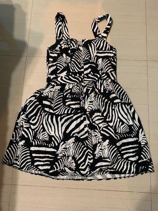 🚚 Zebra dress