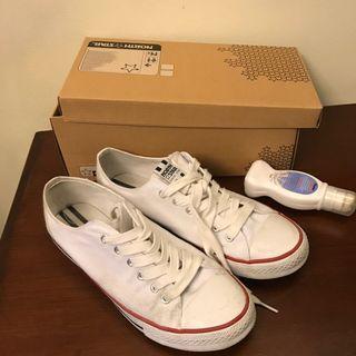 LNIB Bata white shoes size 10